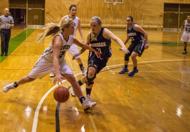 Men's and women's hoops survive final seconds at home